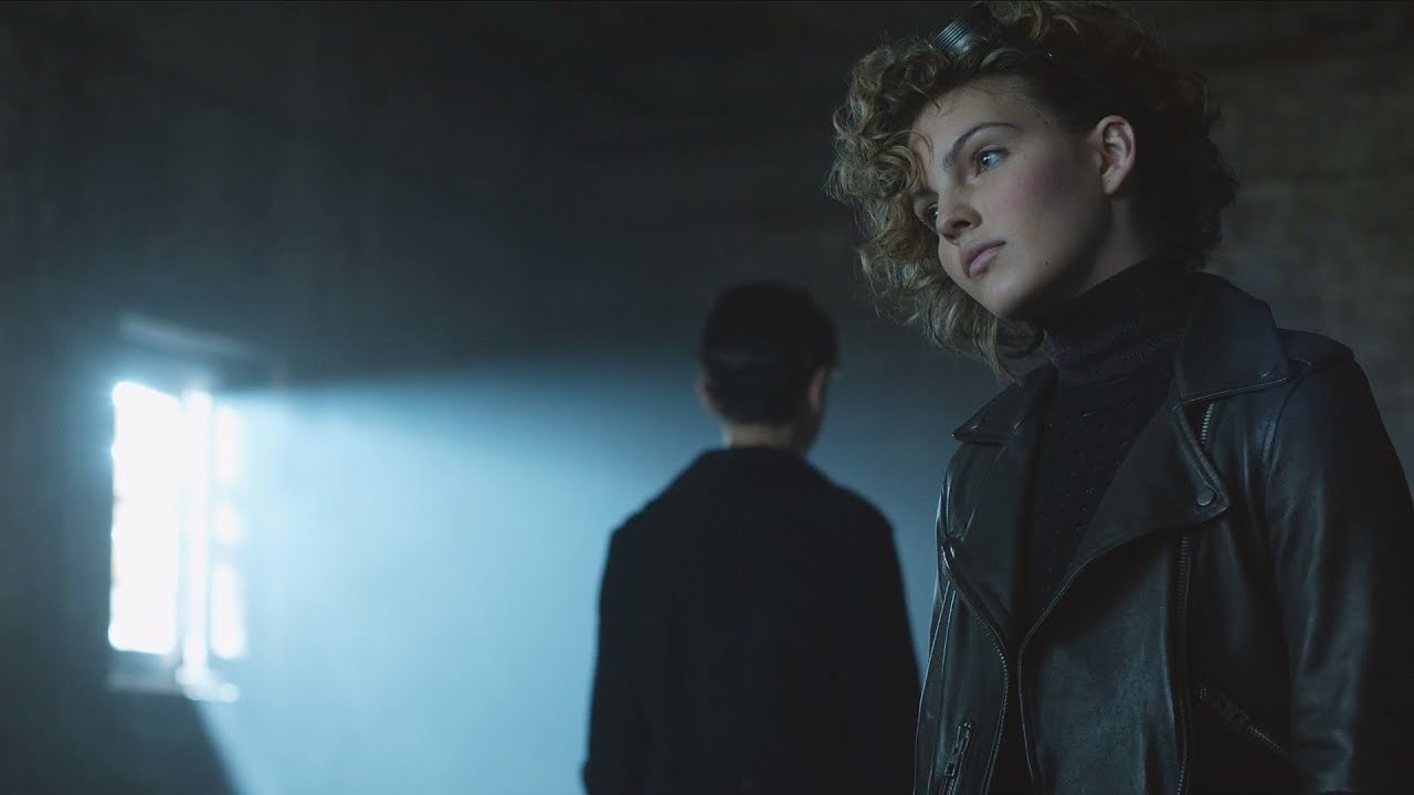 Download Selina Kyle   and Bruce trick Silver [Gotham 2x10] 3 / 4