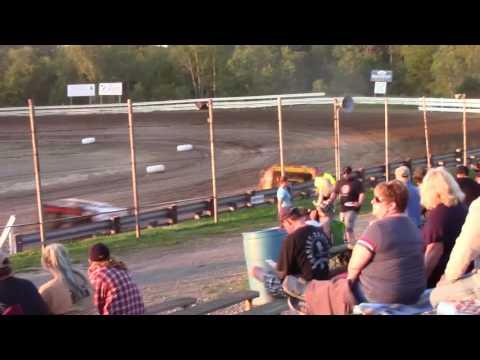 Hummingbird Speedway (7-8-17): Swanson Heavy Duty Truck Repair Semi-Late Model Heat Race #1