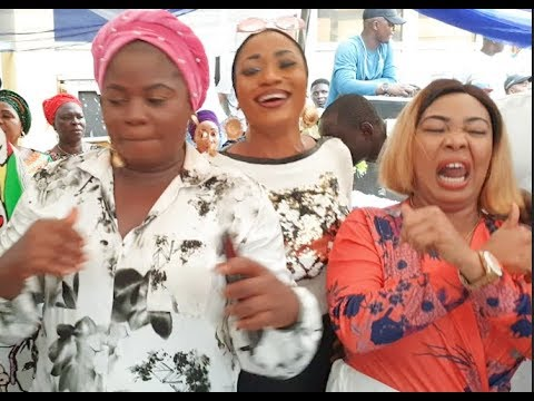 Download Checkout MC Oluomo Chelsea customised cake as how popular Yoruba actresses scatter the dance floor