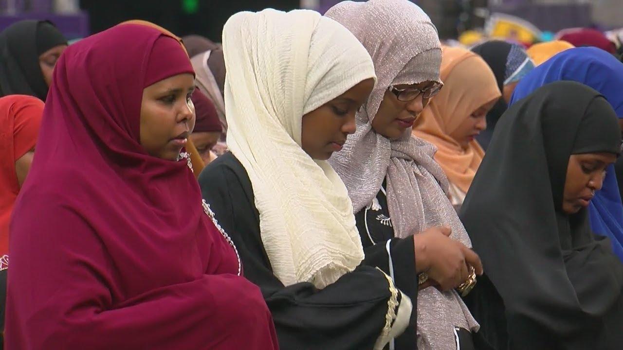 'Super Eid' Turns U.S. Bank Stadium Into Place Of Worship
