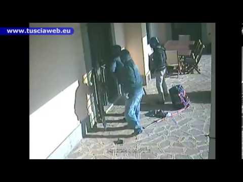 Tentato furto in Villa - Ladri riescono a entrare in casa, ma guardate cosa gli capita