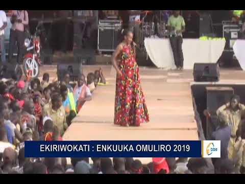Download Olubuto lusimbye Husnah Natukunda eyayimba wasajja ku stage y'Enkuka