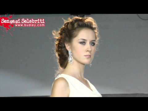 Nur Fathia Catwalk di Style Uz Art Week, Uzbekistan Travel Video