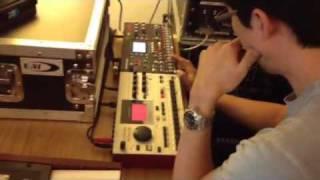 DJ Clazzi (Clazziquai) instant beat making!