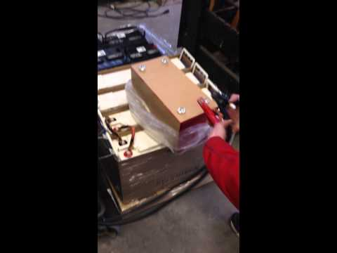 JuiceBox Battery Lithium 12v/40ah vs 2 Northstar SMS 400's Load Test