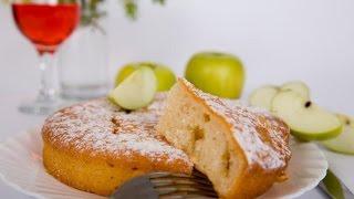 видео шарлотка с яблоками рецепт в мультиварке