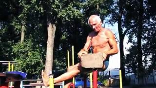 Дед в 71 год реально крут