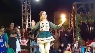 kinza hashmi dance on pakistani wedding