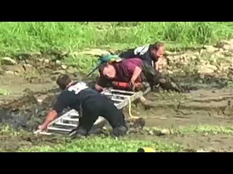 Jack Sparrow & his best friend: Man gets stuck in mud while rescuing parrot