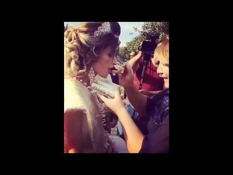 Традиции на армянской свадьбе / Свекровь кормит молодоженов медом