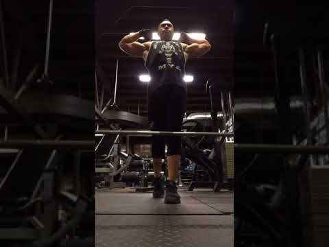 Rack Pulls and Flexing at QUADS GYM Chicago, Illinois