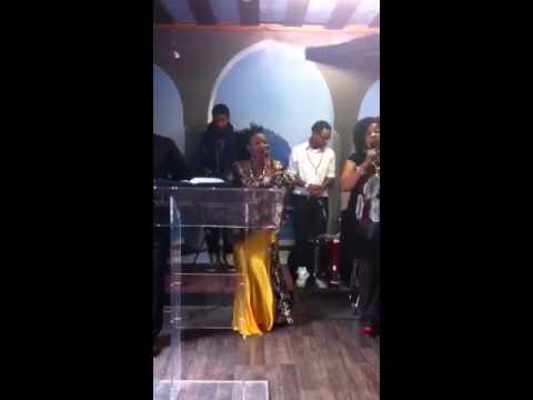 Sr Diya Odimba chante louange beta maboko de son album l'et