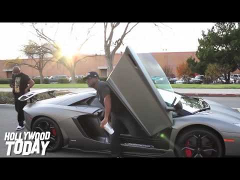 jamie-foxx-arrives-to-floyd-mayweather's-celebrity-basketball-game-in-lamborghini-aventador