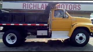 1998 Ford F800 Dump Truck.