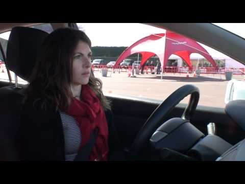 Watch Rachel Burgess test drive the Nissan LEAF