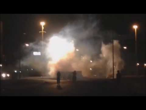 Bahrain : Resistance Movement Reuse Tear Gases In Attacking On Riot Police Checkpoint