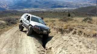 lifted and locked jeep wj hits gnarly rut