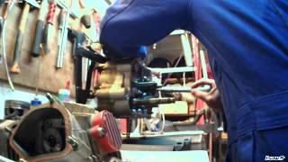 Court métrage du montage d'un moteur