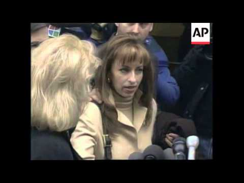 USA: WASHINGTON: PRESIDENT CLINTON AND PAULA JONES FACE EACH OTHER