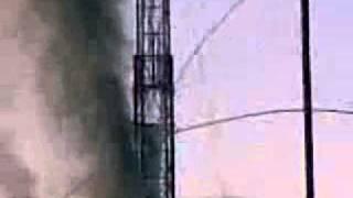 Выброс НКТ во время ремонта(Выброс колонны НКТ в результате нефтегазоводопроявления (НГВП) при проведении ремонта. Разлетелись как..., 2011-02-16T14:47:18.000Z)