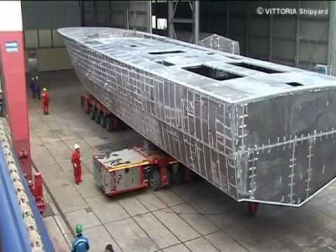 Cantiere Navale Vittoria (Adria IT) - P350TN - Capovolgimento scafi 35mt