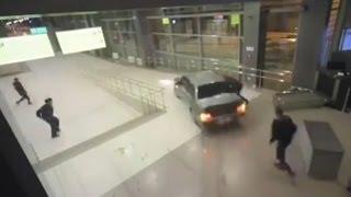 מרדף מטורף אחר נהג שיכור שניכנס עם הרכב לתוך מרכז קניות. תיעוד מתוך מצלמות אבטחה