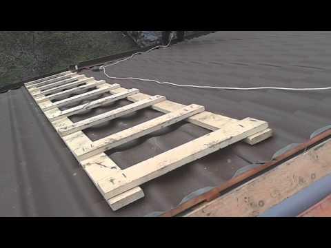 видео: Лестница для кровли - как выглядит, металлочерепица под коньком