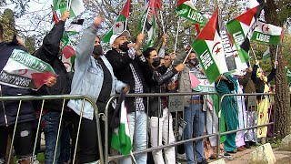 Saharauis se concentran ante las puertas del consulado de Marruecos en Sevilla