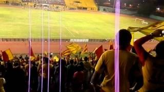HIMNO DEL EDO ARAGUA CANTADO POR LA BARRA DE ARAGUA FC