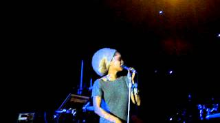 Erykah Badu - Bump It (Live)