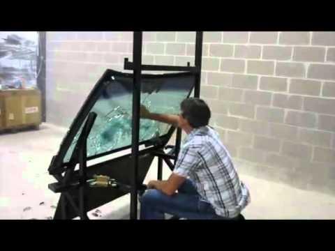 Ak 47 dispara a una cristal blindado con un t o detr s - Cristal blindado precio ...