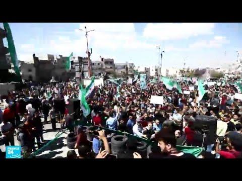 مئات المدنيين يتظاهرون في إدلب رفضا لتهديدات النظام بهجوم واسع  - 12:55-2018 / 9 / 17