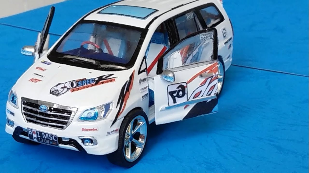 Custom Toyota Innova Trd 2014 White Diecast Car Wellynex 1