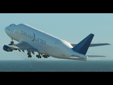 Boeing 747 dream lifter take off