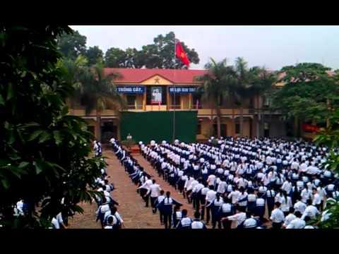 Học sinh THPT Phù Ninh tập thể dục giữa giờ