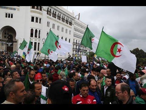 """آلاف الطلاب الجزائريين يتظاهرون مجدداً مطالبين برحيل """"النظام""""  - 16:55-2019 / 4 / 23"""