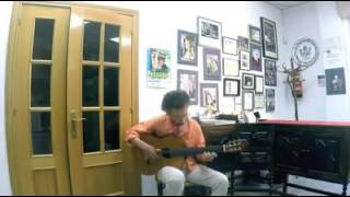 Taylan Polat tocando su guitarra en mi taller
