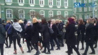 Protest pracowników MOPR przed Urzędem Miasta w Szczecinie