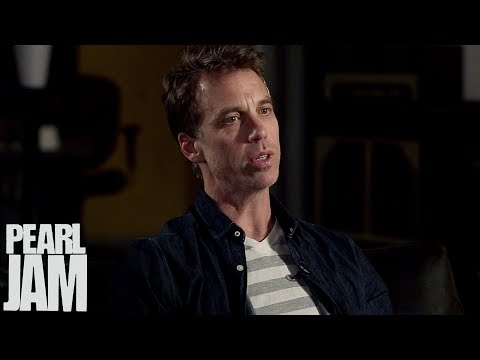 Pearl Jam & Portlandia's Carrie Brownstein FULL LENGTH Interview - Lightning Bolt