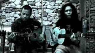 petik-petik gitar kapok at Bulan cafe(dodd skudap skudip & edy gerhana ska cinta