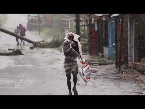 Мощная стихия в Индии и Бангладеш