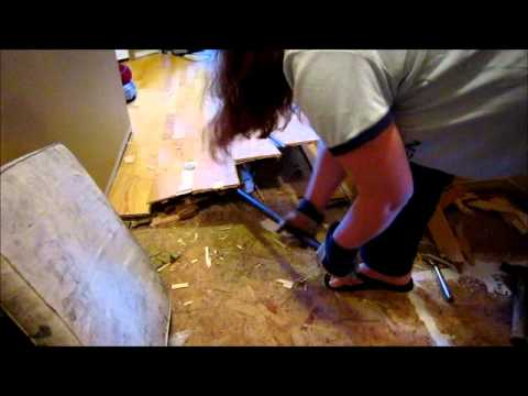 a-40-something-mom-figures-out-how-to-remove-wood-laminate-flooring