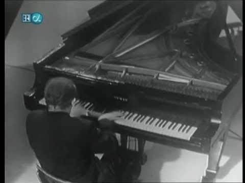 Glenn Gould-Beethoven-Sonata No.17-The Tempest-part 3 of 3 (HD)