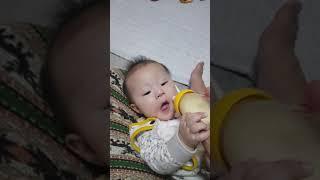 [J]6개월 아기 분유 먹기