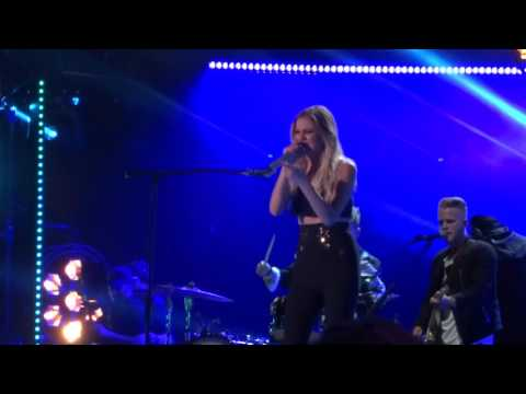 "Kelsea Ballerini sings new song ""Legends"" live at CMA Fest"