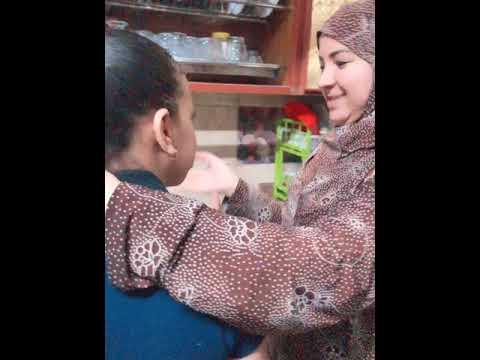 الأم المصريه وهى بتعلم بنتها تغسل المواعين في رمضان😂😂(وصلوا الفيديو ل50الف لايك)