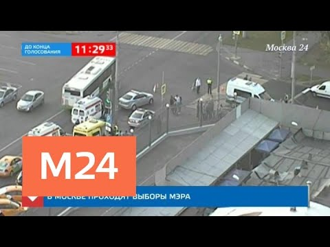 На юге Москвы автомобиль въехал в группу пешеходов - Москва 24