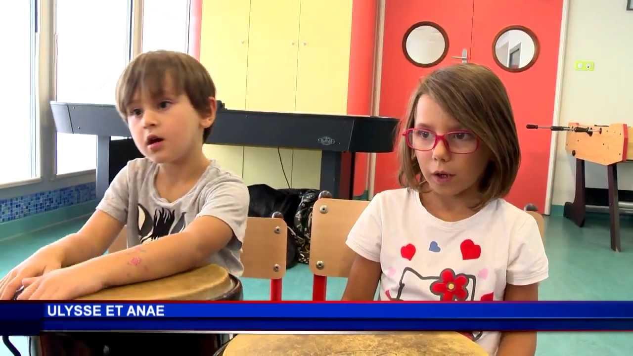 Les enfants du mini-club initiés aux percussions