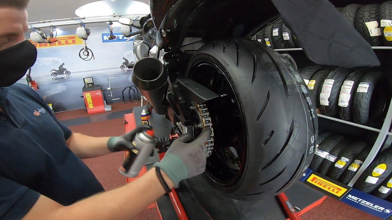 Η BUSA πάει για αλλαγή ελαστικών! │ Bridgestone S22