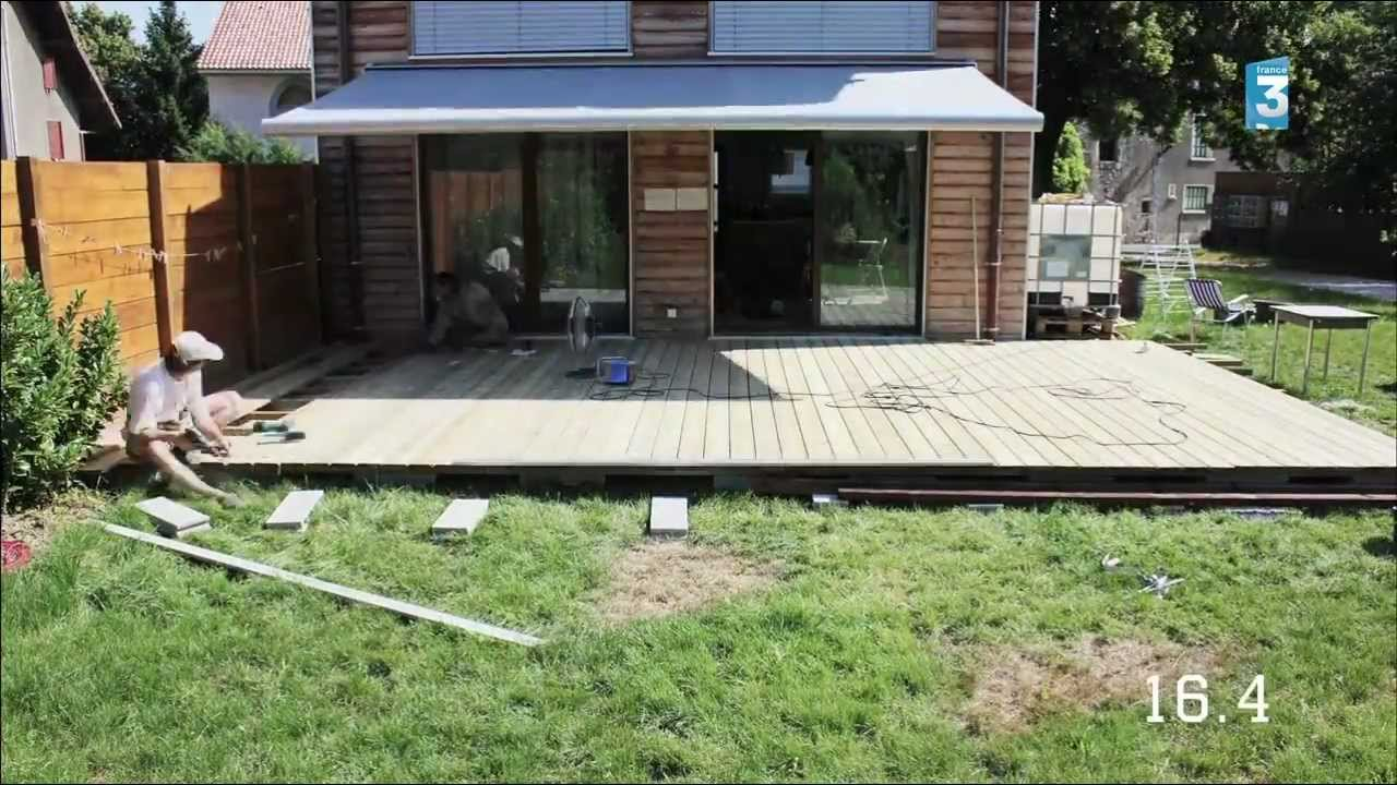 Construction d 39 une terrasse en bois youtube - Construction salon de jardin en palette ...